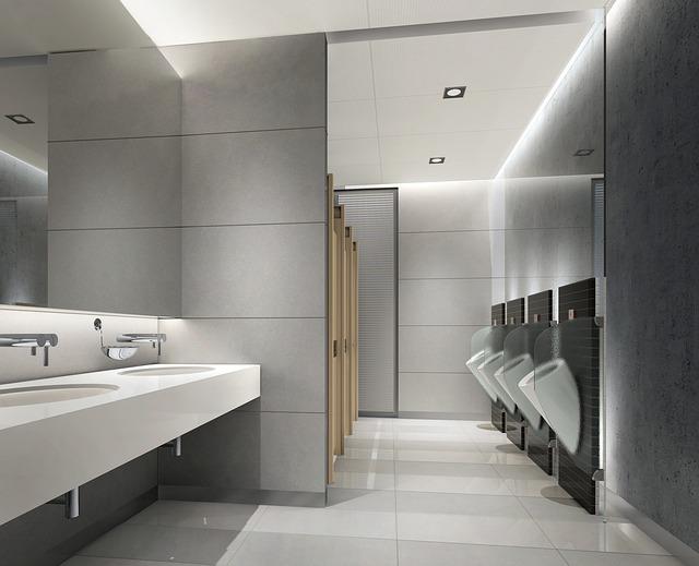 łazienka z podwieszanymi sedesami w rzędzie
