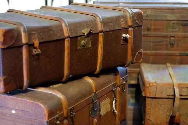 kufer, stare skrzynie na książki